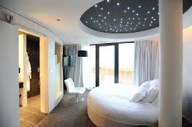 chambre avec lit rond chambre lit rond fabulous moderne duun footballeur en