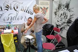 frith st tattoo booth artist at work london tattoo co u2026 flickr