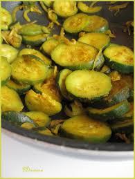 cuisiner des courgettes à la poele poêlée de courgettes au curcuma beau et bon ddcuisine