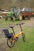 siege auto pliant transporter des enfants avec un vélo pliant vélotaf com pédaler