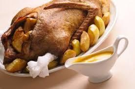 cuisiner une oie oie rôtie aux pommes et marrons recettes de cuisine française