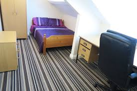 beautiful rooms available in 10 bed house 400 metres from