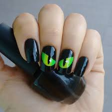 creepy halloween nails for the scary holiday