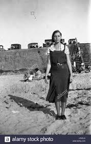 depression era fashionable woman california beach 1930s los angeles not smiling