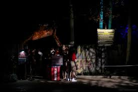 busch gardens halloween horror nights howl o scream 2015 unearths impressively eerie new haunted house