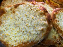 cuisine typique manakish cheese plat garni de fromage célèbre cuisine