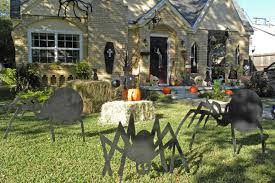 Halloween Home Decorations To Make by 125 Cool Outdoor Halloween Decorating Ideas Digsdigs