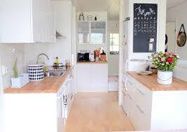 cuisine blanche et bois cuisine blanche en bois cuisine blanche et plan de travail bois