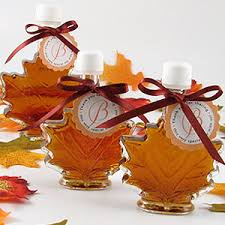 fall wedding favor ideas glass leaf maple syrup favors