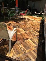 Backyard Flooring Ideas by Best 20 Pallet Patio Ideas On Pinterest Pallet Decking