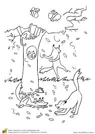 Dessin à colorier Jeux dans les feuilles dautomne dans les arbres