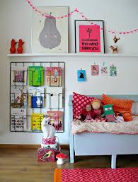 coin lecture chambre girlystan montessori aménagement d un coin lecture dans une