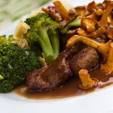 cuisine faisan recette faisan au porto et chanterelles en cocotte