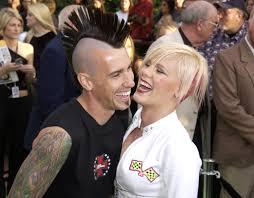 carey hart hair pink and carey hart s relationship timeline popsugar celebrity uk