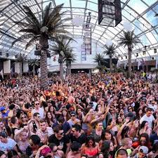 no pool parties no problem vegas dayclubs in winter travelgasms