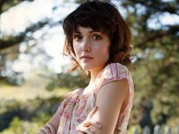 rose byrne so lovely so creepy in wicker park femme