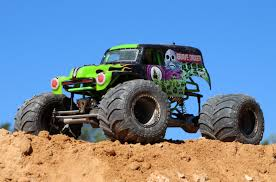 monster jam all trucks pro line puts the u201cdigger u201d in axial racings smt10 grave digger