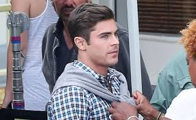 zac efron gets u0027dirty grandpa u0027 set visit from girlfriend sami miro