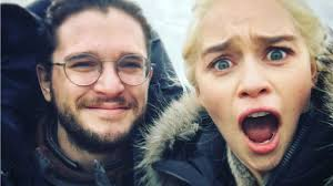 game of thrones u0027 stars emilia clarke u0026 kit harington react to that
