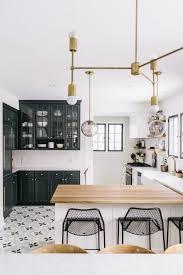 cuisine blanche sol noir la cuisine blanche et bois en 102 photos inspirantes sol