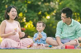 outdoor family photoshoot at gardens by the bay and marina barrage