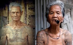 tato keren wanita indonesia mengenal tato suku dayak kalimantan indonesia