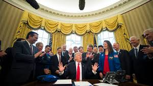 Trump In The Oval Office Donald Trump Is Nowhere To Be Found In His White House U0027s First 360