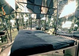 chambre avec miroir chevet
