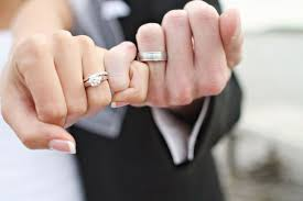 wedding band ideas guidelines to buy wedding bands for the weddceremony