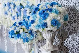 wedding backdrop blue flower on vases stand setting for decorate with wedding backdrop