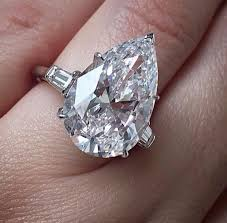 20000 engagement ring melania on weddingcatcher harry winston 9 05c pear
