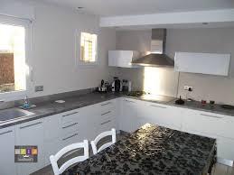 cuisine blanche avec plan de travail noir cuisine blanche plan de travail noir galerie avec charmant cuisine