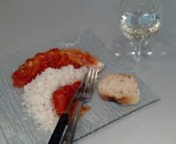 cuisiner roussette roussette à la tomate recette de roussette à la tomate marmiton
