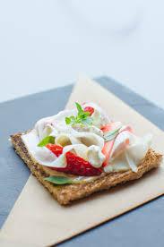 Restaurant Esszimmer Salzburg Gault Millau Dinkelvollkorntoast Mit Erdnussbutter Rohem Spargel Erdbeeren
