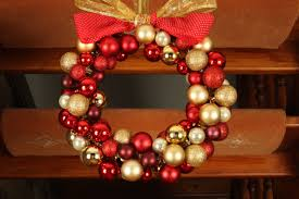 Holiday Wreath Ideas Pictures How To Make A Christmas Wreath Christmas Bauble Ornament