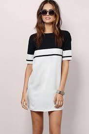white scoop neckline short sleeve black white tonal stitching