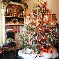 Decorate Christmas Tree At Home by Best 25 Retro Christmas Tree Ideas On Pinterest Vintage