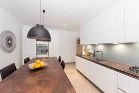 cuisine blanche et plan de travail bois cuisine blanche plan de travail bois photo plan de travail pour