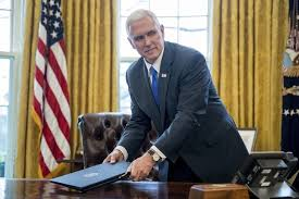 pence caught measuring white house curtains by white house tour