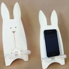 a homemade phone stand that is cheap easy and fast to make