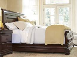 universal furniture reprise rustic cherry king size sleigh bed