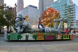 new quicken loans thanksgiving parade float shows the world