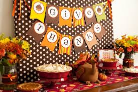 decorating table for thanksgiving with printed pattern flag
