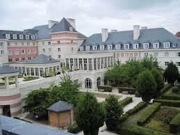 live a dream in the dream castle hotel at disneyland paris trip101