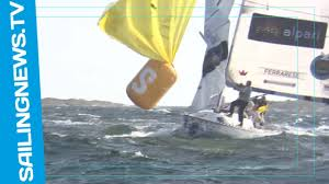 amazing broach a boat hooks a racing mark with the spinnaker