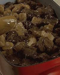 cuisiner une joue de boeuf joue de boeuf en civet pour 4 personnes recettes à table