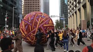 yarn balls and turkey calls houston s thanksgiving parade