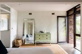 midcentury modern aussie beach house will kickstart your weekend