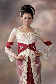 wedding dress kebaya jakarta fashion week kebaya modern to traditional wedding dress