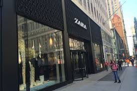 zara in the financial district is open and not claustrophobia
